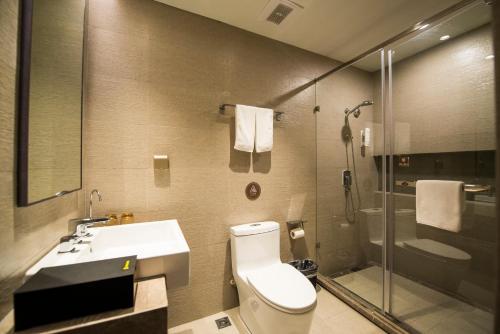 Home Inn Plus Shanghai Xintiandi Lujianbang Road Subway Station Улучшенный двухместный номер с 1 кроватью