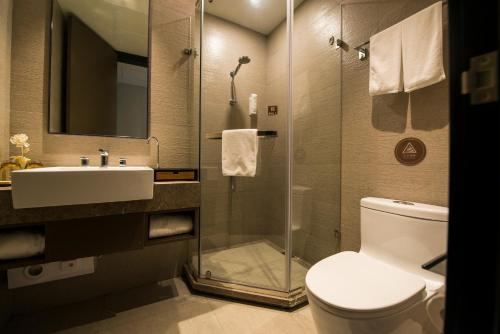 Home Inn Plus Shanghai Xintiandi Lujianbang Road Subway Station Номер бизнес-класса с кроватью размера