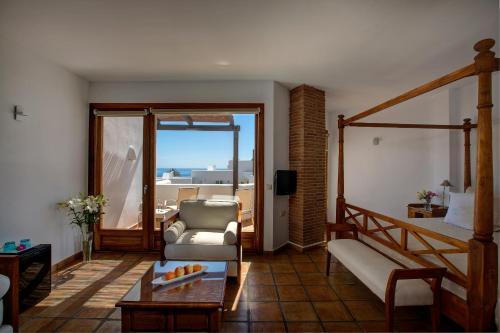 Suite con vistas al mar y bañera de hidromasaje Boutique Hotel El Tio Kiko 5