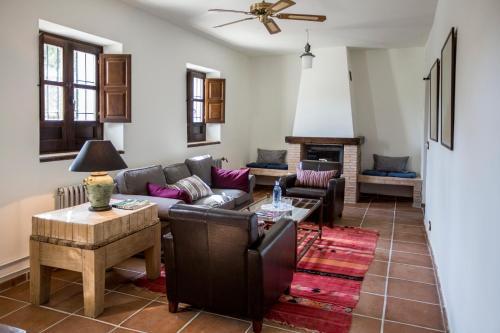 Suite Familiar (2 adultos + 2 niños) Hotel Cortijo del Marqués 2