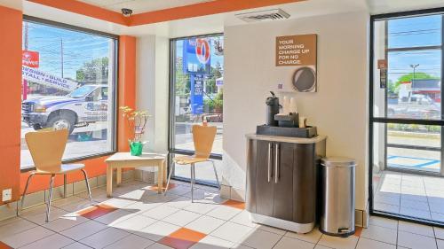 Motel 6 Philadelphia - Mt. Laurel NJ - Maple Shade, NJ 08052