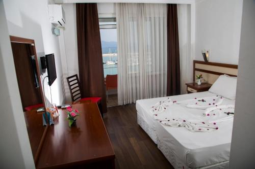 Cameră dublă cu balcon și vedere la mare (Double Room with Balcony and Sea View)