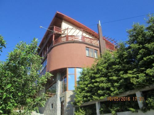 . Casa Moroeni