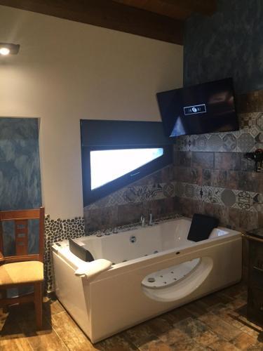 Habitación Doble con bañera de hidromasaje - Uso individual Hotel el Lagar de Isilla 8