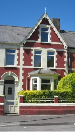 118 Clive St, Cardiff CF11 7JE, Wales.