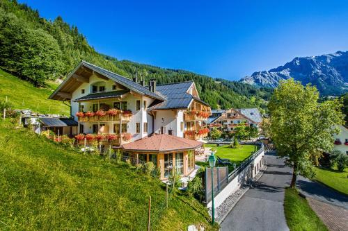 ALMHOF Alpin Apartments & Spa - Accommodation - Dienten am Hochkönig