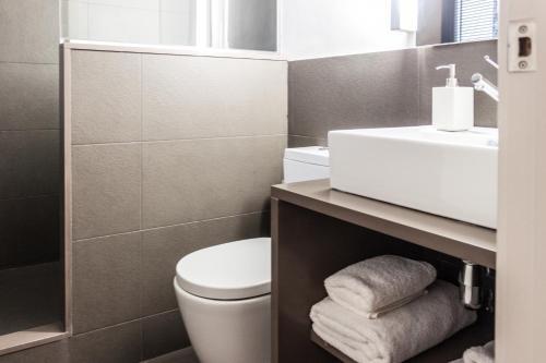 Decô Apartments Barcelona-Diagonal photo 38