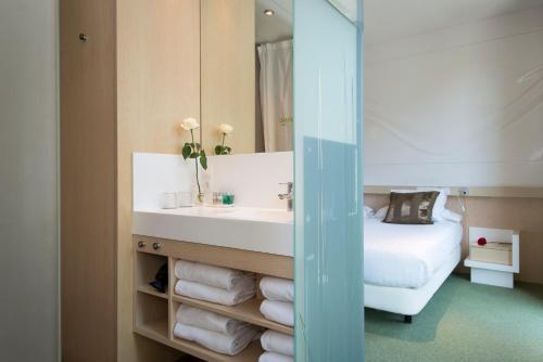 Ako Suites Hotel photo 35