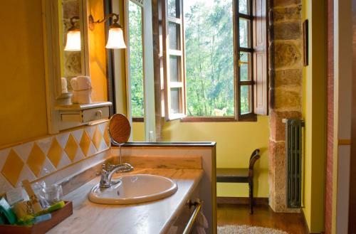 Superior Double Room with Terrace Casona de San Pantaleón de Aras 20
