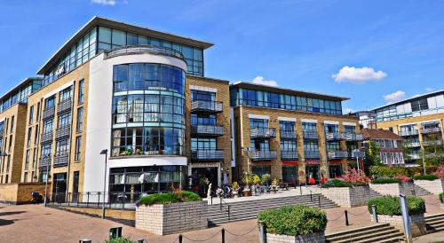 West London Riverside Apartment, Brentford (London)