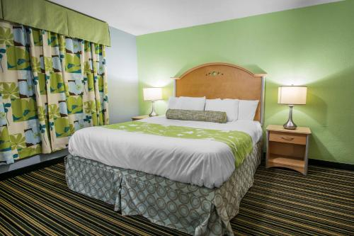 . Rodeway Inn & Suites Winter Haven Chain of Lakes