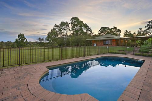 . Hunter Valley Vineyard Large Family Farm Houses - Ironstone Estate Lovedale