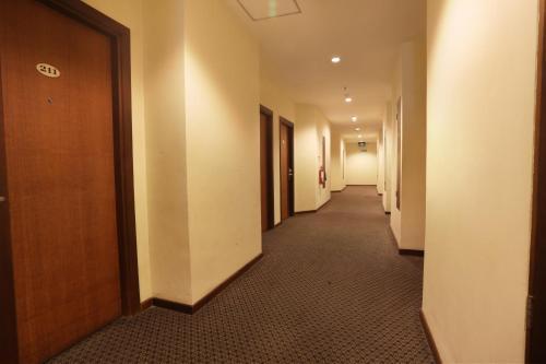 Triniti Hotel Batam photo 10