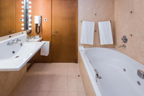 Hotel Serhs Rivoli Rambla photo 43