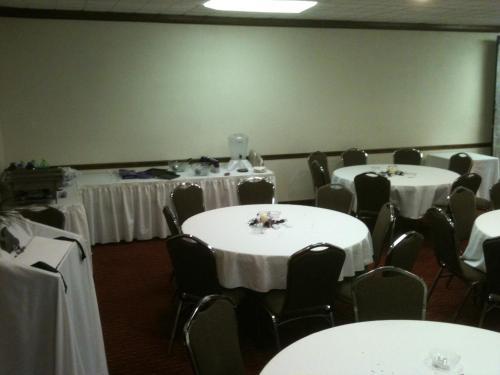 Trade Winds Central Inn - Tulsa, OK 74105