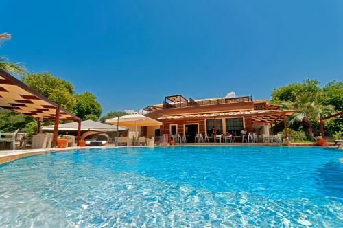 . Riviera Perdika Hotel