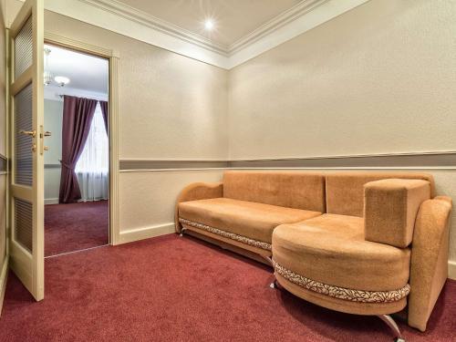 Амадео Улучшенный двухместный номер с 1 двуспальной кроватью и диваном