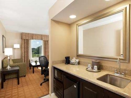 Hampton Inn & Suites Chicago/Saint Charles - Saint Charles, IL IL 60174