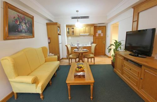 Harmoni Suites Hotel photo 12