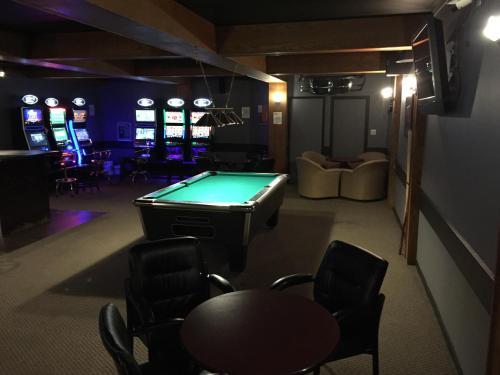 Royal Oak Inn - Whitecourt, AB T7S 1N6