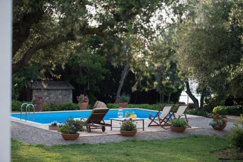 . Villa Feia