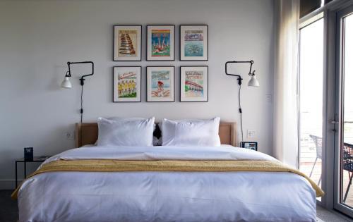 250 Main Hotel room photos