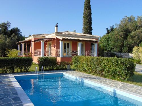 . Villa Grecia