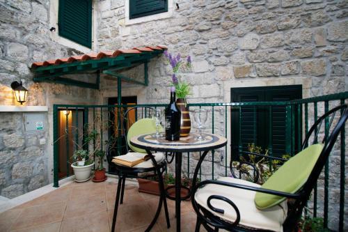 Apartments Caralipeo, Pension in Makarska