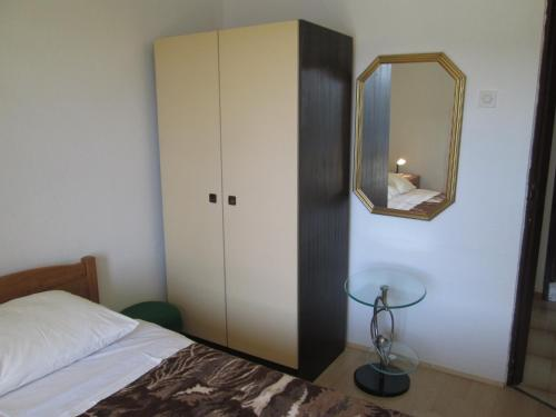. Apartments Vrkljan