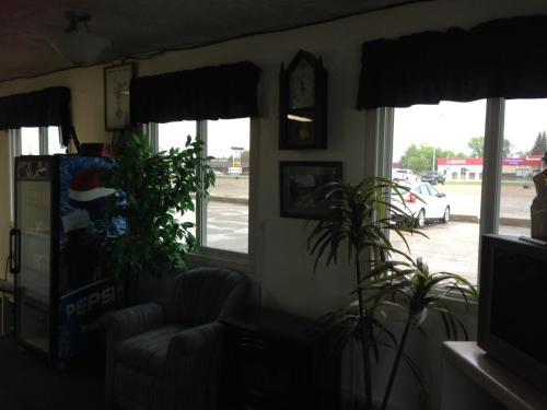 Plains Motor Inn - Stettler, AB T0C 2L1