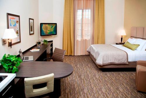 Candlewood Suites LAKEVILLE I-35 - Lakeville, MN 55044
