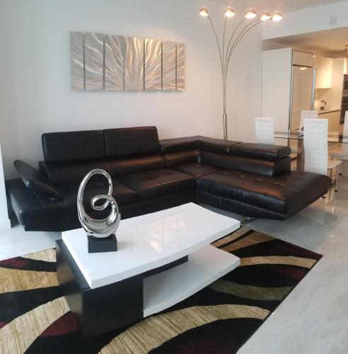 Waterfront Deluxe Apartment With Parking - Miami, FL 33137