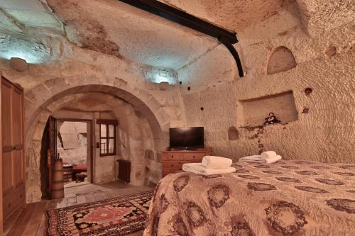 Family Cave Room