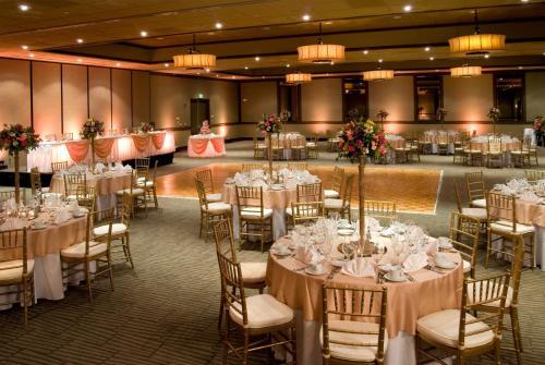 Airtel Plaza Hotel 7277 Valjean Avenue Van Nuys, CA Hotels ...