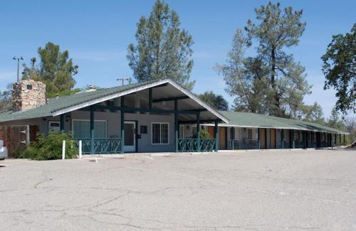 . Black Hawk Lodge