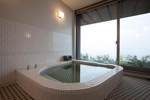 Deluxe Room with Tatami Area and Sea View