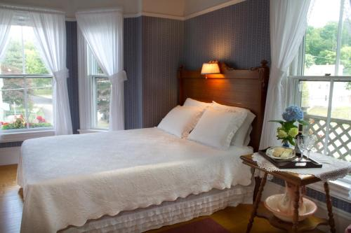 Bayside Inn Bed & Breakfast - Boothbay Harbor, ME 04538
