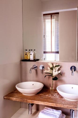 Livia's Hideaway Elegant Apartments photo 47