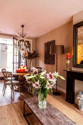 Livia's Hideaway Elegant Apartments photo 6