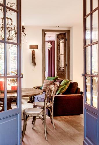 Livia's Hideaway Elegant Apartments photo 52