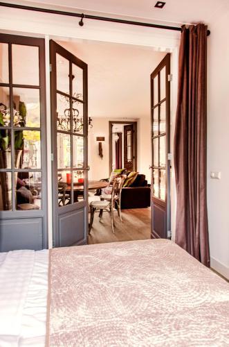 Livia's Hideaway Elegant Apartments photo 53