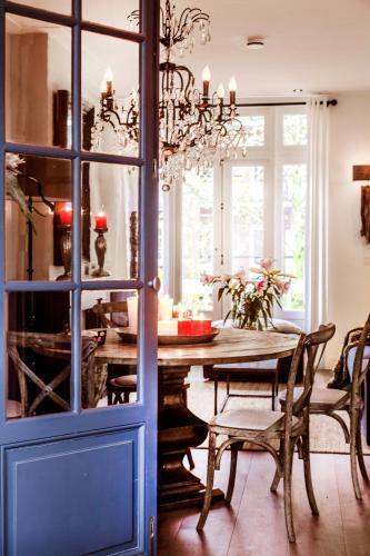 Livia's Hideaway Elegant Apartments photo 9