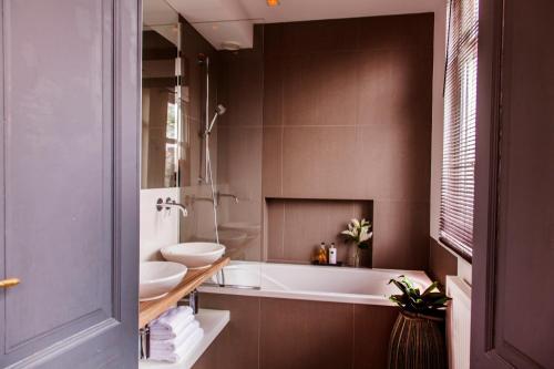 Livia's Hideaway Elegant Apartments photo 10