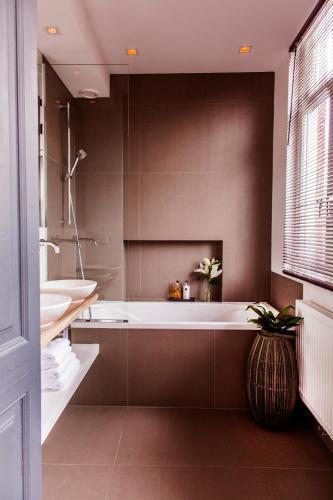 Livia's Hideaway Elegant Apartments photo 55