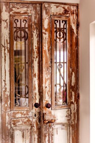 Livia's Hideaway Elegant Apartments photo 12