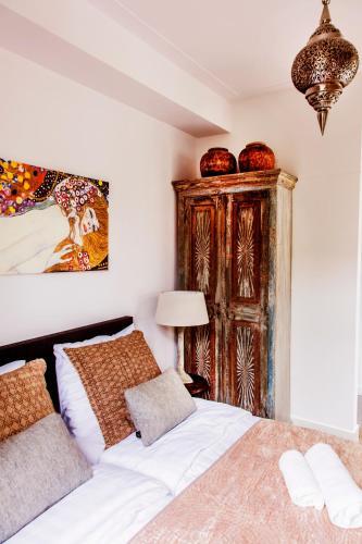 Livia's Hideaway Elegant Apartments photo 16