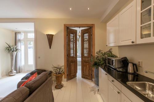 Livia's Hideaway Elegant Apartments photo 73