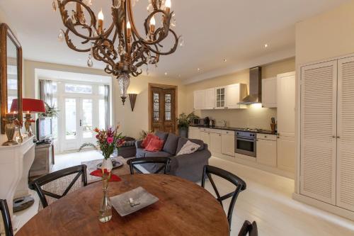 Livia's Hideaway Elegant Apartments impression