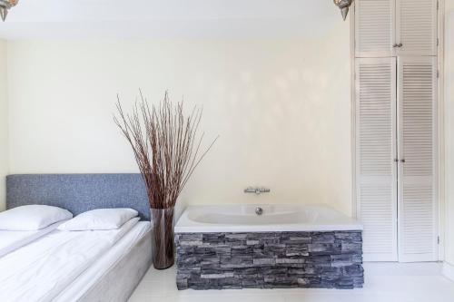 Livia's Hideaway Elegant Apartments photo 74
