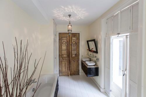 Livia's Hideaway Elegant Apartments photo 75